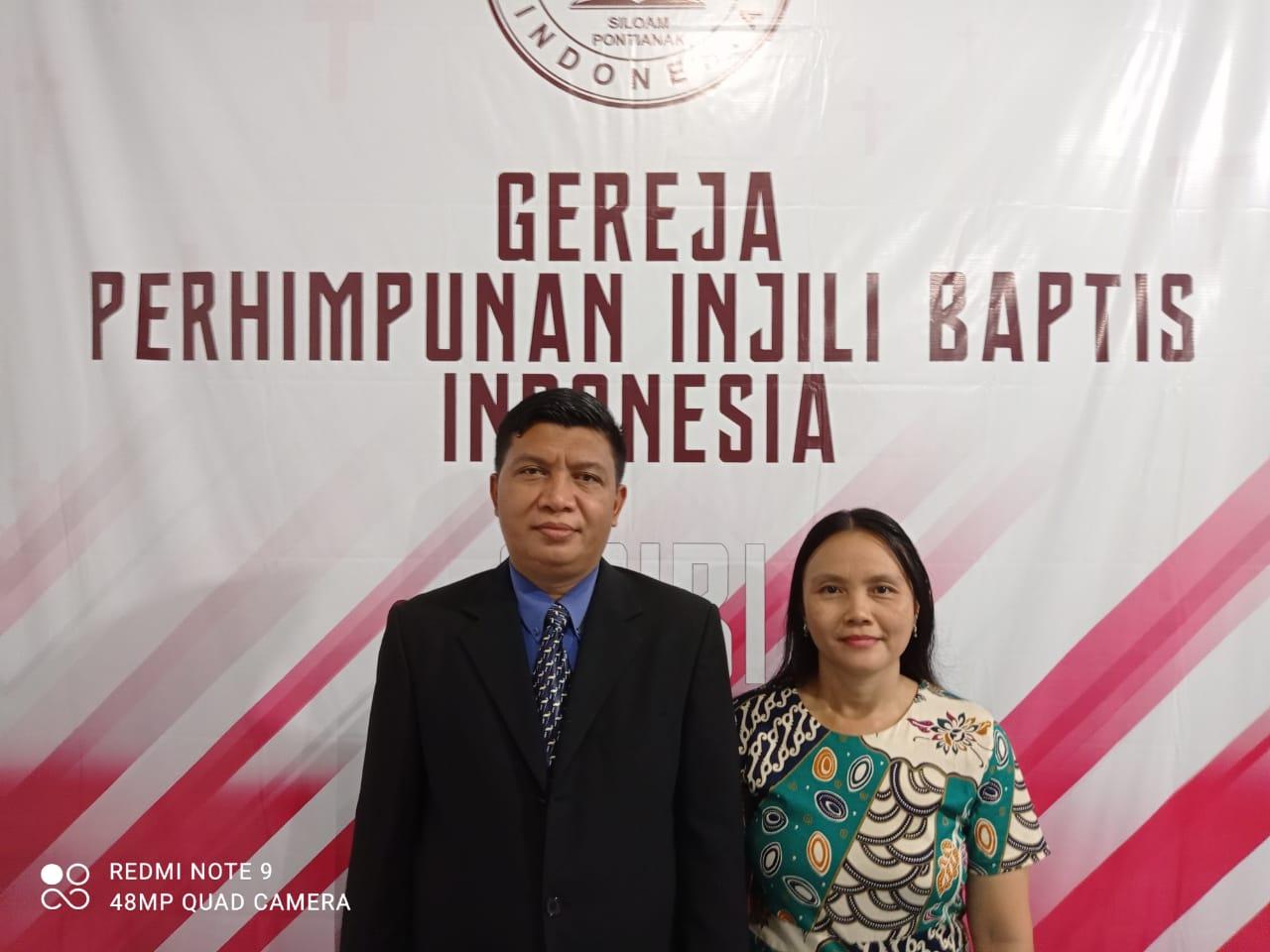 Foto : Pdt. Budiman Pakpahan dan istri/istimewa